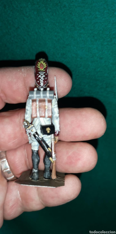 Juguetes Antiguos: Soldado de plomo pintada artesanalmente regimiento del rey granadero 1805 RAMON LABAYEN - Foto 3 - 160504274