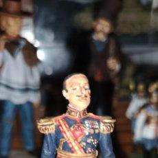 Juguetes Antiguos: SOLDADO DE PLOMO REPRESENTANDO A ALFONSO XIII PINTADOS ARTESANALMENTE. Lote 163405676