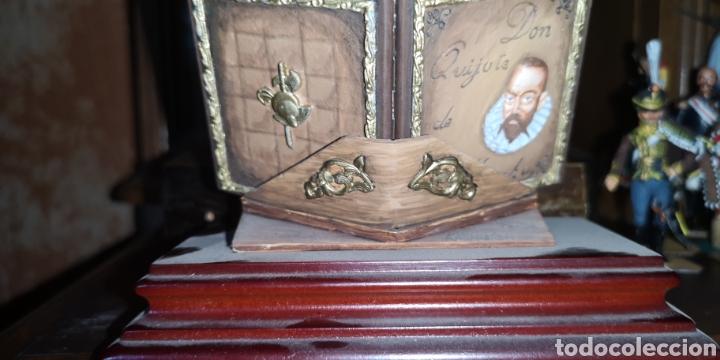 Juguetes Antiguos: Maqueta realizada en plomo pintada artesanalmente representando el libro del Quijote - Foto 5 - 163409245