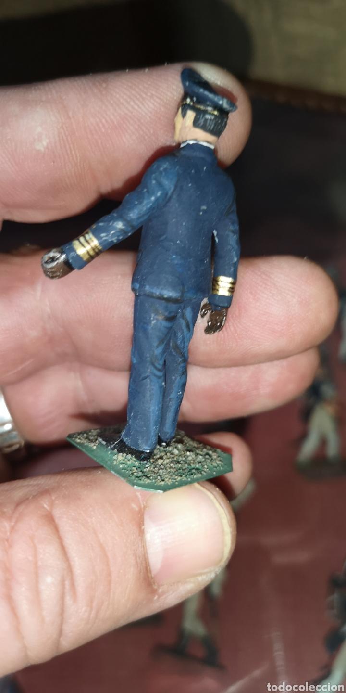 Juguetes Antiguos: Soldado de plomo pintado a mano artesanalmente representando oficial de la marina alemana 1940 - Foto 2 - 166390781