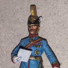Juguetes Antiguos: SOLDADO DE PLOMO PINTADA ARTESANALMENTE REPRESENTANDO OFICIAL DE DRAGONES AUSTROHÚNGAROS. Lote 166565645