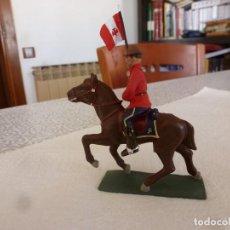 Juguetes Antiguos: POLICIA MONTADA DEL CANADÁ A CABALLO-FIGURA METAL PINTADA A MANO-ESCALA 1/32(60 MM). Lote 167528140