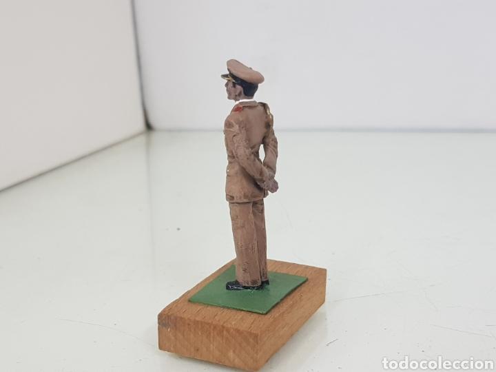 Juguetes Antiguos: Figura de plomo Saddam Hussein con peana de madera - Foto 3 - 171329143