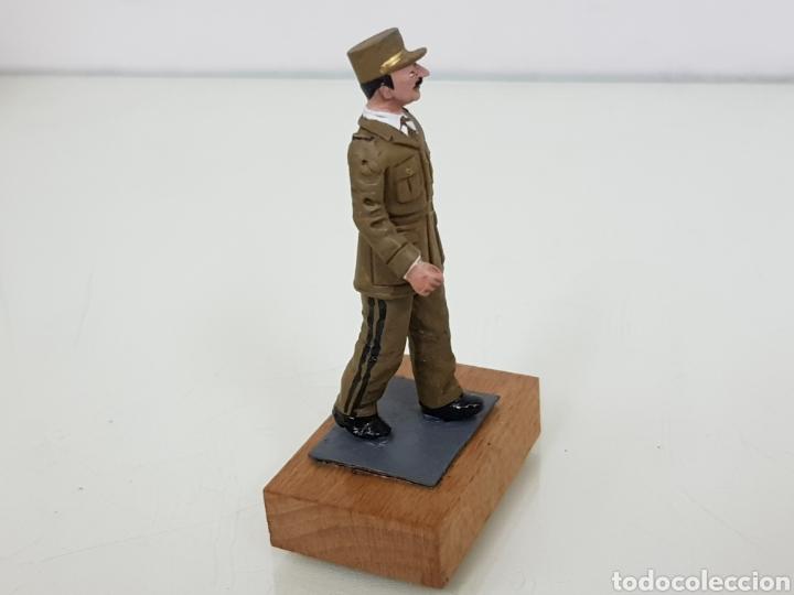 Juguetes Antiguos: Figura de plomo personajes destacados con peana de madera - Foto 3 - 171419203