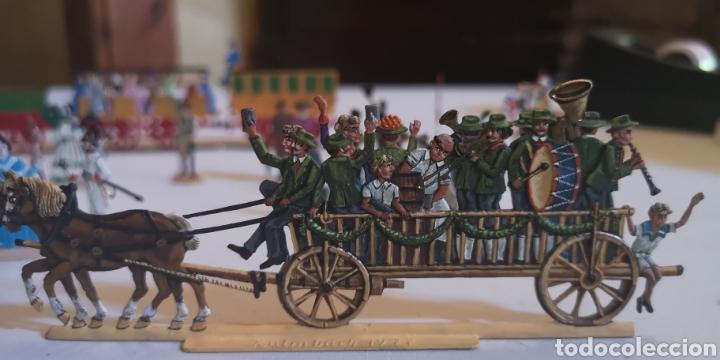 Juguetes Antiguos: Soldados de plomo figuras representando siglo 19 Baviera tren caballos y personajes - Foto 2 - 171693429