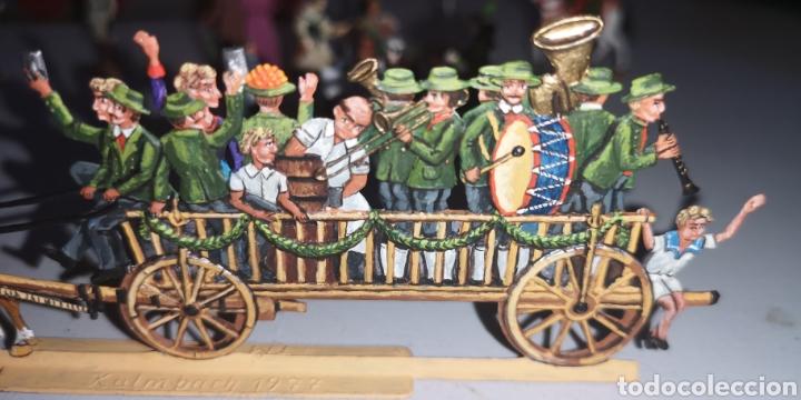Juguetes Antiguos: Soldados de plomo figuras representando siglo 19 Baviera tren caballos y personajes - Foto 3 - 171693429