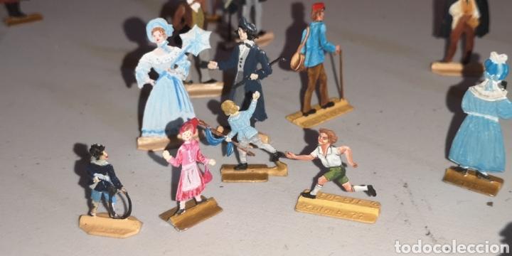Juguetes Antiguos: Soldados de plomo figuras representando siglo 19 Baviera tren caballos y personajes - Foto 6 - 171693429