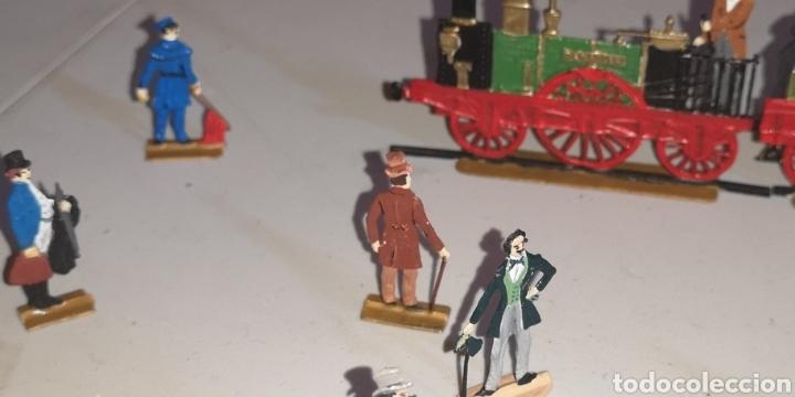 Juguetes Antiguos: Soldados de plomo figuras representando siglo 19 Baviera tren caballos y personajes - Foto 7 - 171693429