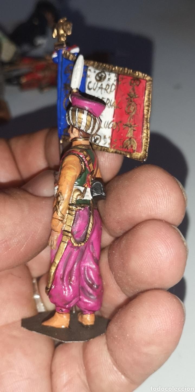 Juguetes Antiguos: Soldado de plomo pintado a mano artesanalmente representando abanderado de la Guardia Imperial - Foto 3 - 171694483
