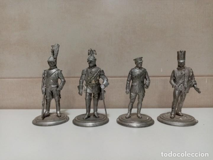 Juguetes Antiguos: 21 SOLDADOS DE PLOMO MAS 1 SOLDADO A CABALLO. UNO PINTADO Y DOS A MEDIO PINTAR. - Foto 4 - 151635262