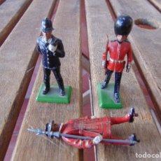 Juguetes Antiguos: LOTE DE 3 SOLDADOS DE PLOMO BRITAINS MADE IN ENGLAND UNO SIN PEANA. Lote 180469628