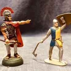 Juguetes Antiguos: DOS SOLDADOS DE PLOMO CENTURION ROMANO ALMIRALL PALOU Y SIN MARCA. Lote 181446076