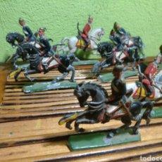 Juguetes Antiguos: LOTE DE FIGURAS DE PLOMO PINTADAS A MANO MUY ANTUIGUAS. Lote 184543135