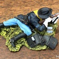 Juguetes Antiguos: FIGURA PLOMO CUSTER'S. BLACK HAWK. LAID DOWN US CAVALRYMAN SHOOTING CARBINE. BH-0122. EN CAJA. Lote 195476481
