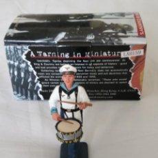 Juguetes Antiguos: 1/30 KING & COUNTRY BERLIN 38 LAH159 KM DRUMMER. Lote 195808887