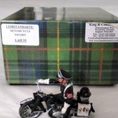 Juguetes Antiguos: 1/30 KING & COUNTRY BERLIN 38 LAH055 MOTORCYCLE ESCOT (RETIRED). Lote 197706811