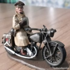 Juguetes Antiguos: SOLDADOS EN MOTOCICLETA COLECCION SEGUNDA GUERRA MUNDIAL BRITISH REDCAP 1944 NORTON 16H MOTO. Lote 222256568