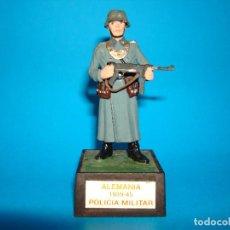 Juguetes Antiguos: SOLDADO SOLDAT ALEMANIA 1939 - 45 POLICIA MILITAR 54MM. Lote 199661243