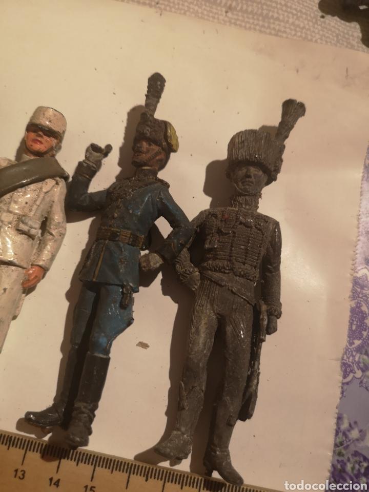 Juguetes Antiguos: Lote de 5 soldaditos de plomo antiguos y bandera - Foto 4 - 202726142