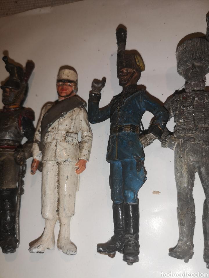 Juguetes Antiguos: Lote de 5 soldaditos de plomo antiguos y bandera - Foto 9 - 202726142