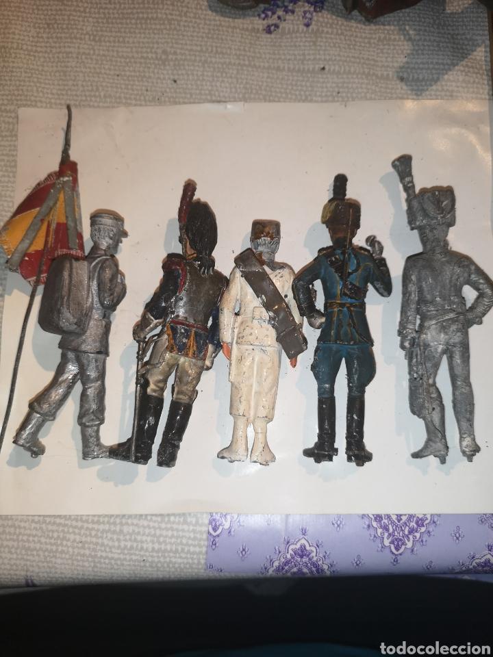 Juguetes Antiguos: Lote de 5 soldaditos de plomo antiguos y bandera - Foto 11 - 202726142
