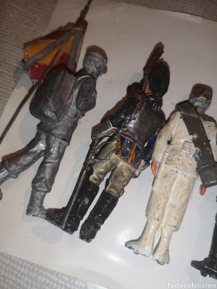 Juguetes Antiguos: Lote de 5 soldaditos de plomo antiguos y bandera - Foto 12 - 202726142