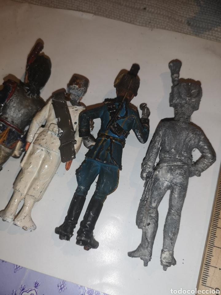Juguetes Antiguos: Lote de 5 soldaditos de plomo antiguos y bandera - Foto 13 - 202726142