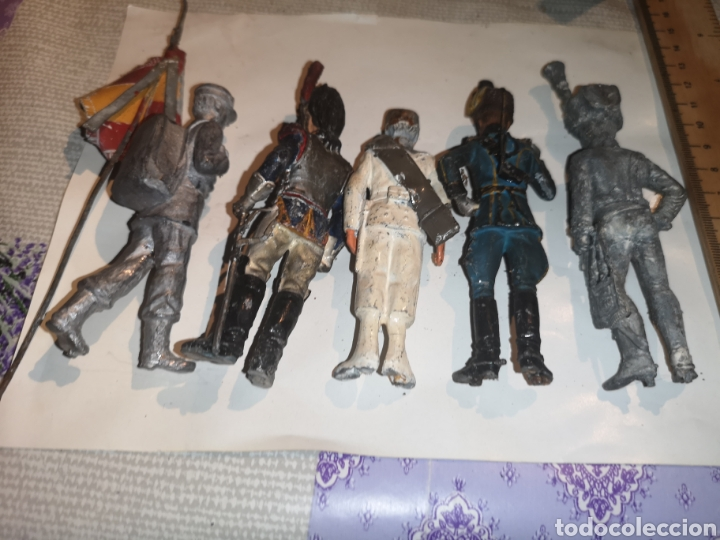Juguetes Antiguos: Lote de 5 soldaditos de plomo antiguos y bandera - Foto 14 - 202726142