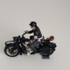 Juguetes Antiguos: 1/30 THE COLLECTORS SHOWCASE BERLIN 1938 CS00532 LAH MOTORCYCLE (NO KING & COUNTRY) RETIRED. Lote 203777305