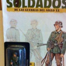 Juguetes Antiguos: ALEMANIA 1939- CABO PRIMERO TIRADOR- CON SU FASCÍCULO (UN SOLDADITO. Lote 204495110