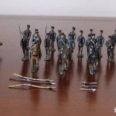 Juguetes Antiguos: ANTIGUOS SOLDADOS DE PLOMO DE INFANTERIA CON CAÑON- 17 SOLDADOS 44MM - 3 JINETES 58,43 MM. Lote 205158066