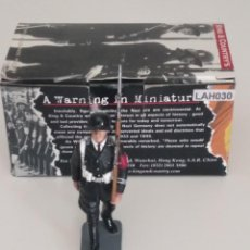 Juguetes Antiguos: 1/30 KING & COUNTRY BERLIN 38 LAH030 MARCHING RIFLEMAN (RETIRED). Lote 205552905