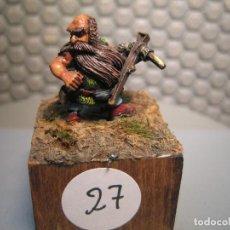 Juguetes Antiguos: SOLDADO DE PLOMO MODELO 27 - TEMA FANTASIA - PINTADO DE CALIDAD- - TAMAÑO PEANA CM. 3X3X2. Lote 206783602