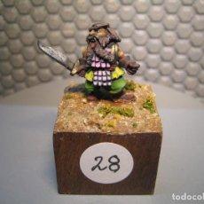 Juguetes Antiguos: SOLDADO DE PLOMO MODELO 28 - TEMA FANTASIA - PINTADO DE CALIDAD- - TAMAÑO PEANA CM. 3X3X2. Lote 206783625