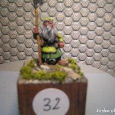 Juguetes Antiguos: SOLDADO DE PLOMO MODELO 32 - TEMA FANTASIA - PINTADO DE CALIDAD- - TAMAÑO PEANA CM. 3X3X2. Lote 206783743