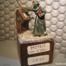 Juguetes Antiguos: SOLDADO DE PLOMO CAMELOT- ESCALA 30MM - PINTADO DE CALIDAD - PEANA 30X30X20 REF. CA-23. Lote 206862813