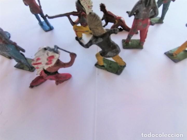 Juguetes Antiguos: COLECCION ANTIGUOS SOLDADOS DE PLOMO, 9 INDIOS OESTE AMERICANO,AÑOS 20/30 MARCA BRITAINS,RAROS - Foto 6 - 208060396