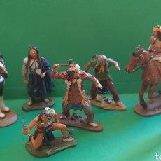 Juguetes Antiguos: LOTE DE 8 INDIOS DE PLOMO.. Lote 209708302