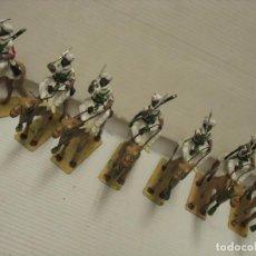 Juguetes Antiguos: SIETE FIGURAS DE PLOMO EN CAMELLO. Lote 217775623
