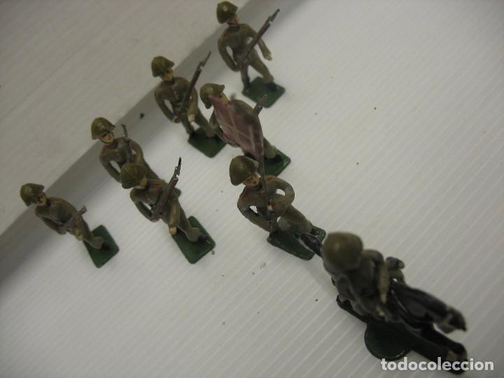 Juguetes Antiguos: ocho figuras de soldados daneses - Foto 2 - 218435821
