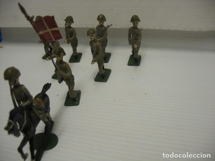 Juguetes Antiguos: ocho figuras de soldados daneses - Foto 3 - 218435821
