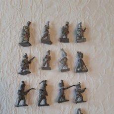 Juguetes Antiguos: 12 SOLDADITOS DE PLOMO DE A PIE. Lote 220676540