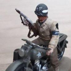 Juguetes Antiguos: MILITAR: COLECCION SOLDADOS EN MOTOCICLETA US ARMY MILTARY POLICE 1944 HARLEY WL ESCALA 1:43. Lote 222260067