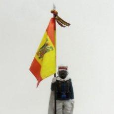 Juguetes Antiguos: ABANDERADO ESCOLTA MORA DE FRANCO, 1945 ESCALA H/54 PINTADO A MANO. Lote 222426602