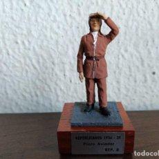 Juguetes Antiguos: PILOTO DE AVIACION REPUBLICANO 1936-39 JOSE ALMIRALL MINITURAS ALMIRALL EKO. Lote 224231190
