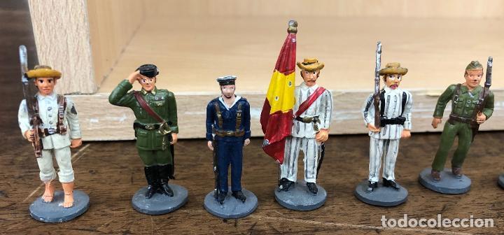 Juguetes Antiguos: LOTE DE 24 SOLDADOS PLOMO ESPAÑOLES Y COLONIAS. ¿JOSE ALMIRALL? - Foto 2 - 235023925