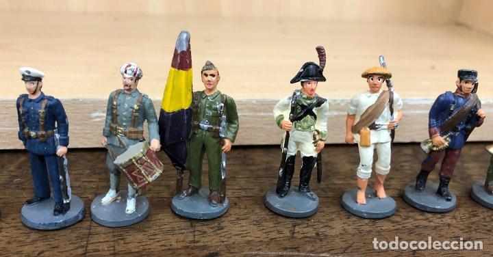 Juguetes Antiguos: LOTE DE 24 SOLDADOS PLOMO ESPAÑOLES Y COLONIAS. ¿JOSE ALMIRALL? - Foto 4 - 235023925