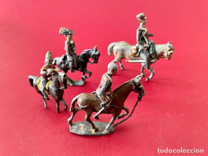 Juguetes Antiguos: LOTE DE 4 SOLDADITOS A CABALLO - DE PLOMO - Foto 2 - 236234330