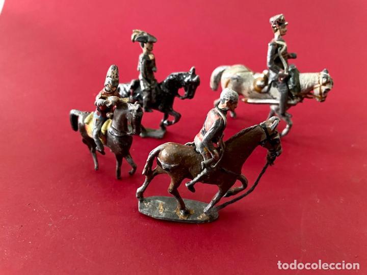 Juguetes Antiguos: LOTE DE 4 SOLDADITOS A CABALLO - DE PLOMO - Foto 4 - 236234330