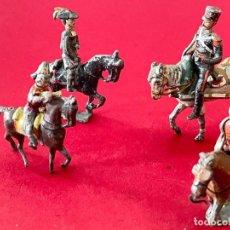 Juguetes Antiguos: LOTE DE 4 SOLDADITOS A CABALLO - DE PLOMO. Lote 236234330